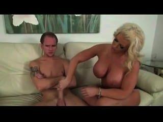 अपने gf की मां उत्साह में सबसे अच्छा वेश्या है