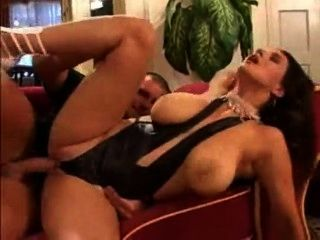 वह कानून में अपने फूहड़ माँ fucks और उसके वेश्या GF