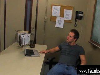 टायलर एंड्रयूज के समलैंगिक फिल्म और एलिजा सफेद खेलने की पारियों