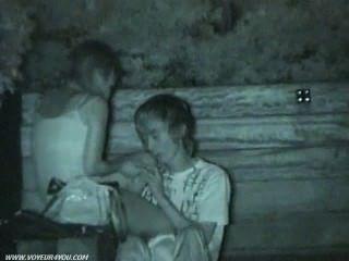 सार्वजनिक पार्क सेक्स छिपे हुए कैमरे पर पकड़ा