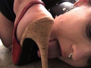 मेरे पैर चाटना