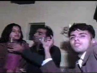 पाकिस्तानी किशोर कॉल लड़कियों