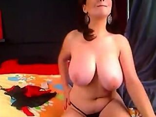 शौकिया श्यामला परिपक्व बड़ी प्राकृतिक स्तन हस्तमैथुन