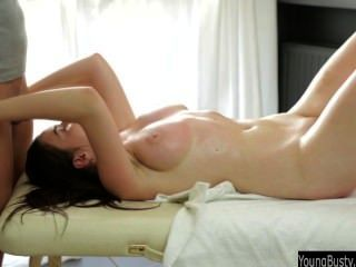 गर्म शीला गड़बड़ है और jizzed बड़े स्तन हो जाता है