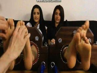 प्रीति और प्रिया पैर