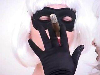 अधिक सिगार धूम्रपान बुत गुत्थी