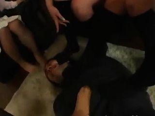 पैर बुत पैर महिलाओं का दबदबा