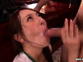 जापानी लड़कियों hotel.avi पर आकर्षक जवान बहन पर हमला
