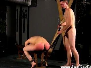 समलैंगिक सेक्स शो पर अपने स्लॉट के साथ बेंच करने के लिए बंधे, बहुत पहले cristian