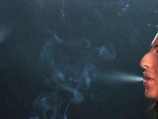 सोफी और लॉरेन धुआं अदला-बदली
