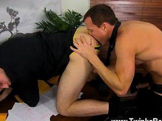 सेक्सी समलैंगिक हर किसी की दोपहर के भोजन के लिए बाहर है, जबकि डंकन और जेसन आनंद