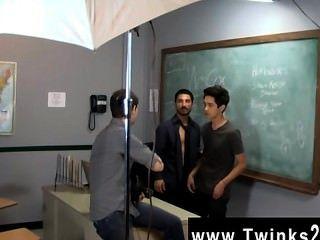 गर्म समलैंगिक दृश्य सिर्फ सिखाने twinks कार्यालय में एक और दिन!जेसन alcok