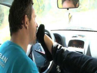 कार फ्रांसीसी बुत पैर चाटना