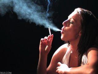 धूम्रपान बुत शरारती नेस
