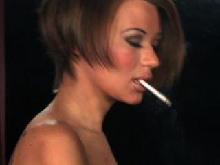 बेकी धूम्रपान करता द्वितीय