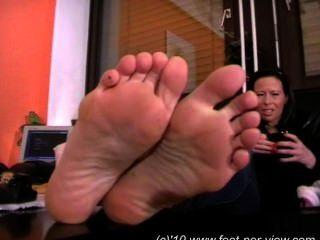 नीना फजी मोज़े और पैर