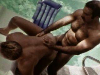 मांसल विंटेज समलैंगिक आइकन मर्दाना ब्रूनो Fucks पूल द्वारा किनकैड आउटडोर जोश