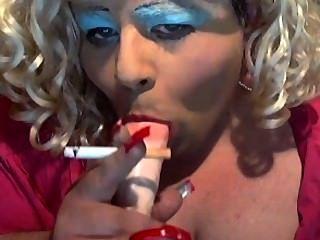 बहिन डायने धुआं और चूसना प्यार करता है