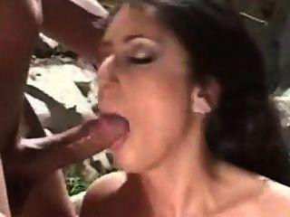 लैटिना गधा में उसे प्यार करता है
