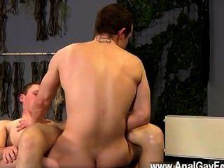 हॉट twink दृश्य Aiden भी इस चलचित्र में दंड का एक बहुत हो जाता है, उसके होने