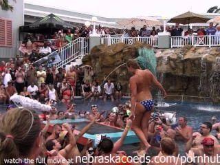 फ्लोरिडा पूल पार्टी में अकथ्य ऐयाशी