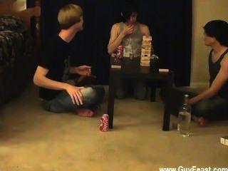 वीडियो का पता लगाने Twink और विलियम अपने नए परिचित के साथ एक साथ मिलता है