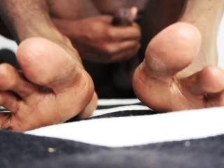 काले आदमी के पैर और हस्तमैथुन