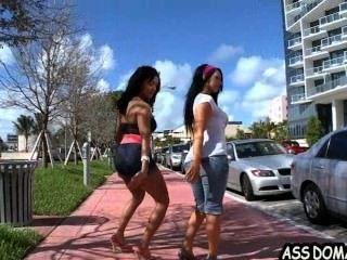 खूबसूरत लड़कियां लिसा ली और रिले नाइट गधा प्रेमियों threesome_2.1