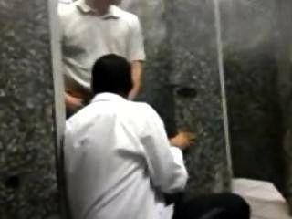 साओ पाउलो में ट्रेन स्टेशन पर बाथरूम मज़ा