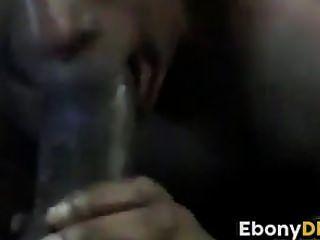 पत्नी ने मुझे एक blowjob दे