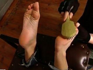 सैंड्रा पैर गुदगुदी है