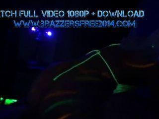Mofos-असली फूहड़ पार्टी - Blacklight शराब पी और नशे