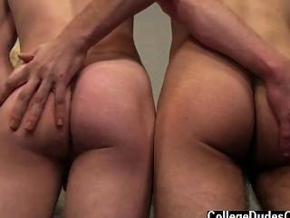 समलैंगिक XXX riler zaden के बंद के रूप में चढ़ते हैं और zaden हो जाता है बिस्तर पर नीचे देता है