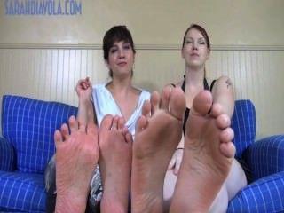 विशाल पैर छोटे पैरों