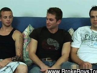 हमेशा की तरह सेक्सी पुरुषों, माइक केवल एक या दो मिनट में एक चट्टान के रूप में मुश्किल था,