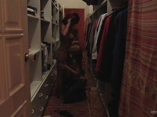 [Idreamofjo] बेकी स्टीवंस और jo अलमारी सेक्स