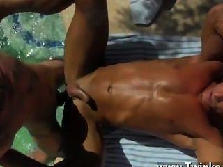 समलैंगिक लोग पूल साइड चुभन प्यार पिताजी