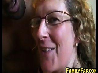 सौतेली माँ गड़बड़ हो रही है