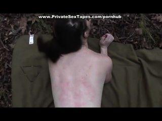 गड़बड़ और सह जंगल में उसकी प्रेमिका को गोली मारी