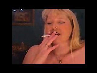 एमआईएलए धूम्रपान धूम्रपान और धूम्रपान और एक साइबियन पर cums
