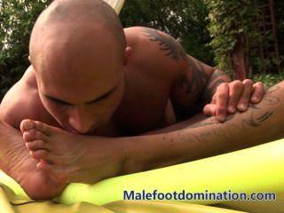 malefootdomination पैर अपमानित बॉडी बिल्डर
