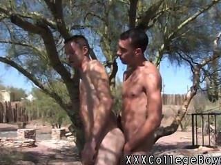 पेड़ के खिलाफ समलैंगिक सेक्स caiden मेहराब अपने मुर्गा हस्तमैथुन और खोलने की योजना बना