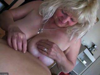 पुरानी बिग मोटी औरत दादी मज़ा है