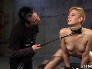 अदरक सेक्स गुलाम मार पड़ी है और उसकी खुशी के लिए कोड़े है