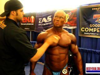 musclebull बेन नीले चमकदार posers मंच के पीछे