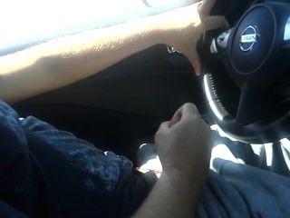 कार में मरोड़ते