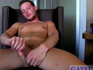 समलैंगिक सेक्सी एलेक्स के साथ एक रसदार गुच्छा बकवास!