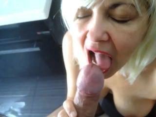 Pantyhose में blowjob, जब तक वह मेरे स्तन पर उसके बड़े लोड cums।