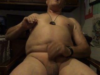 खुद के साथ नग्न खेलने