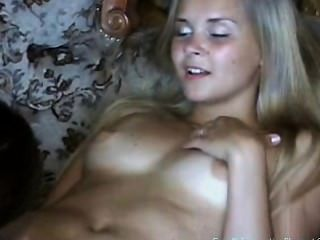 रूस बहन Irena और Olya